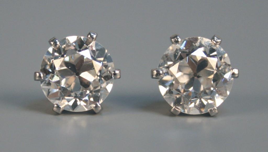 A pair of diamond single stone earstuds