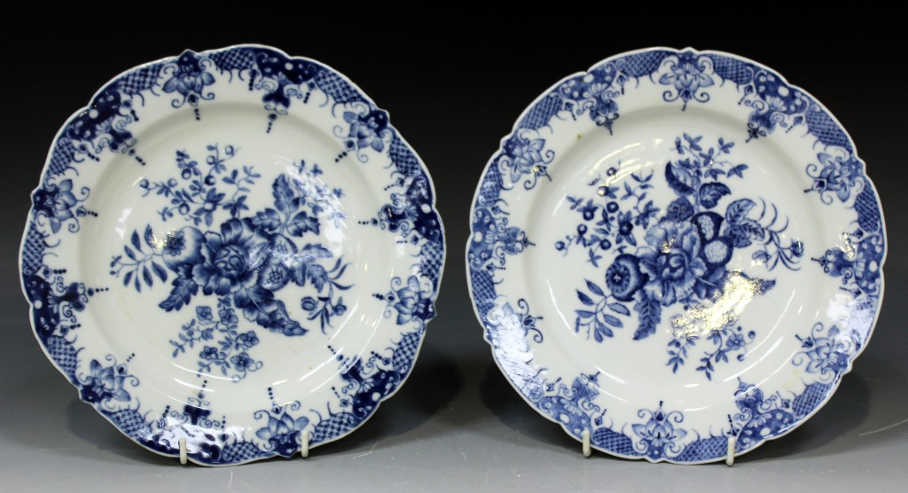 A pair of Chinese blue and white Worcester style export porcelain plates, late Qianlong period, each decorated with the pine cone group design